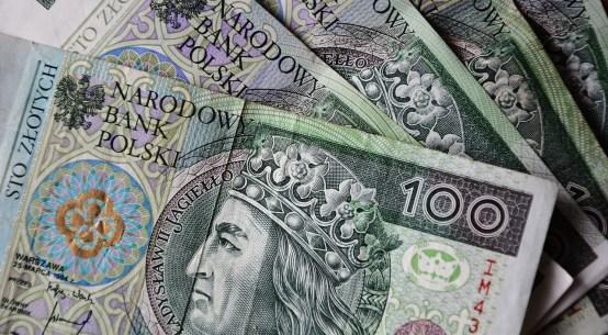 https://pixabay.com/pl/photos/banknoty-złoty-polski-waluta-3212757