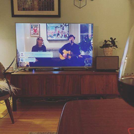 God stemning med  live stuekonsert med Bjørn Tomren og Åse Britt