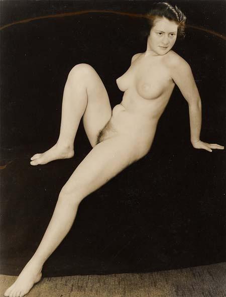 Classic vintage nude. Gorgeous.