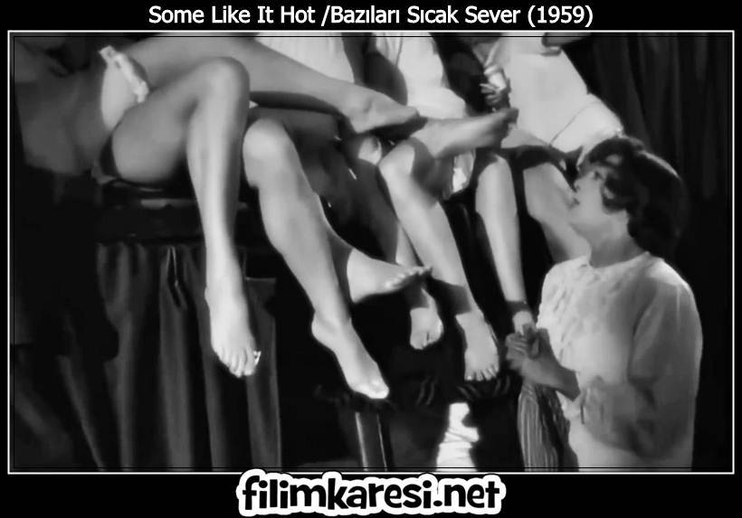 Bazıları Sıcak Sever,Some Like It Hot,1959,Billy Wilder,Marilyn Monroe-Sugar Kane Kowalczyk,Tony Curtis,Joe ,Josephine,Junior,ABD,120 Dak.,Jack Lemmon,Jerry,Daphne,George Raft,Spats Colombo,Pat O'Brien,Det. Mulligan,Joe E. Brown,Osgood Fielding III,
