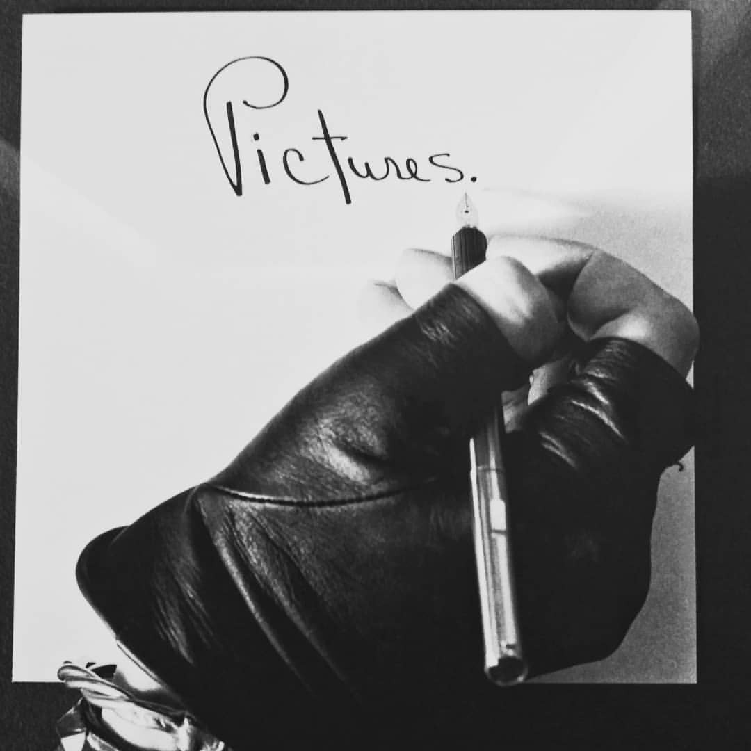 @museomadre #mapplethorpe #hand #write #handwriting #picture #art #writewithlight #lightwords #blackandwhite #calligraphy...