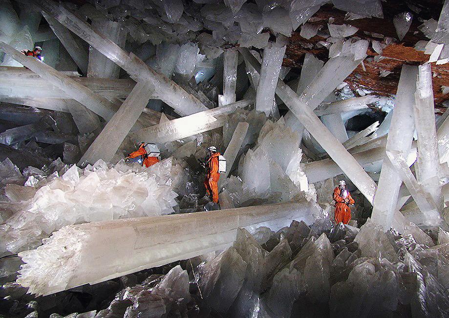 selenite-crystal-cave