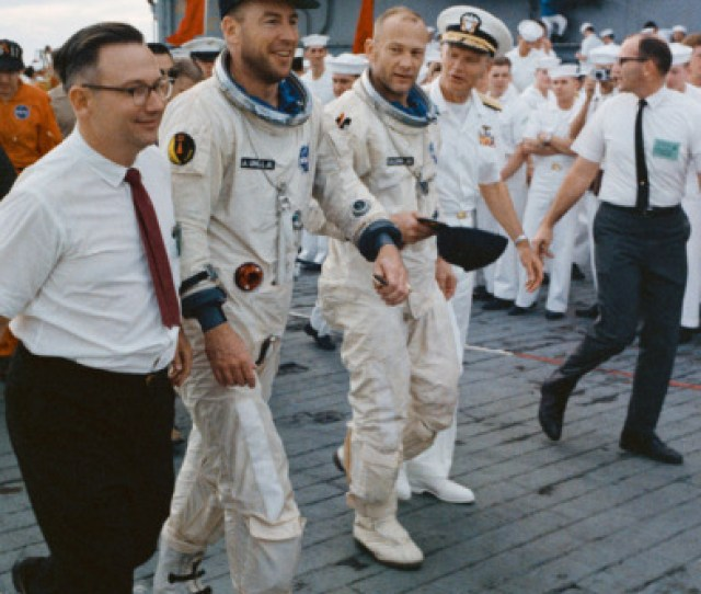 Today In History On November 15  Astronauts Jim Lovell And Buzz Aldrin Come Home After Almost Four Days In Space