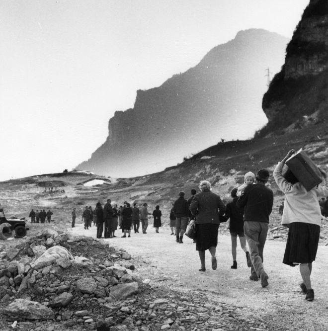 """diaphanee: """" """"Scrivo da un paese che non c'è più…"""" Tina Merlin, 1963. Esodo dopo la tragedia del Vajont. """""""