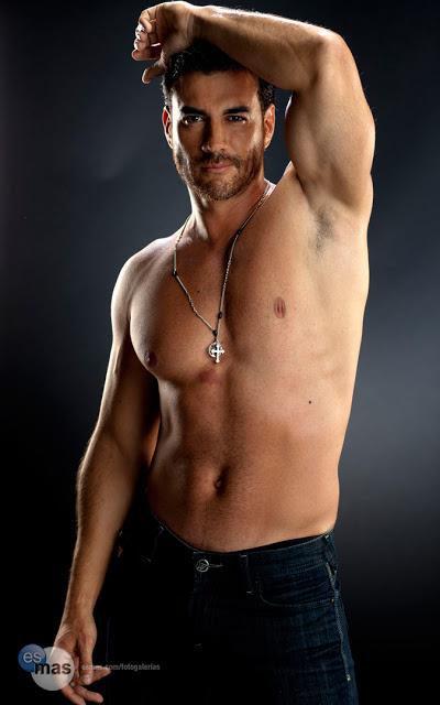 David Zepeda ensaio sensual sem camisa