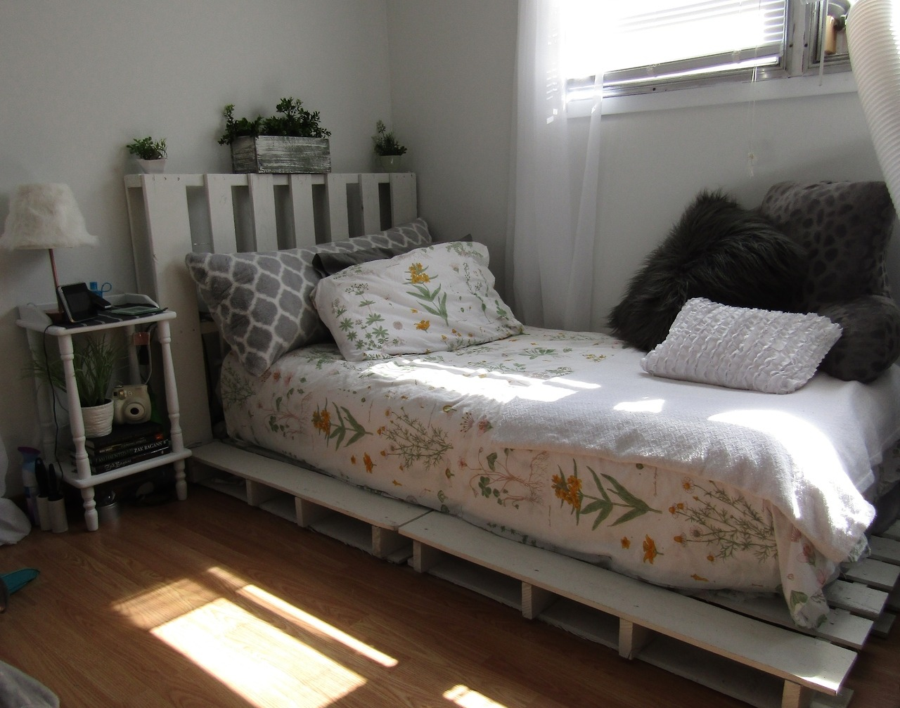 New pallet bed ??? - 'Make Your Own Luck'? on Pallet Bed Room  id=67567