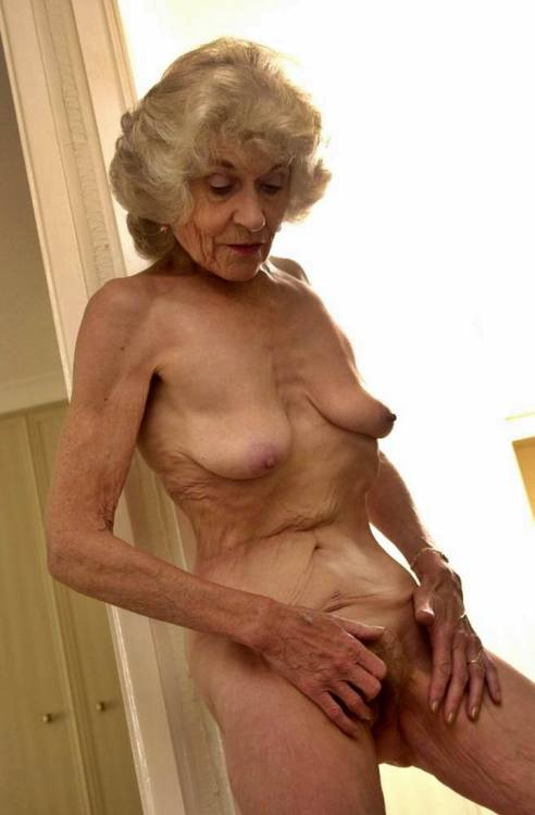 Grey haired escorts male escort Hairy Boy For Mature/daddy 40yr from London (United Kingdom)