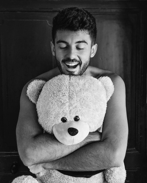 Hug me hard @dimitri_tsr 1