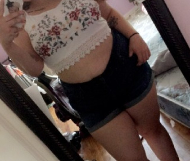 Who Doesnt Like A Thick Girl In A Crop Top