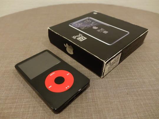 Die Frontseite und die Verpackung des iPod U2