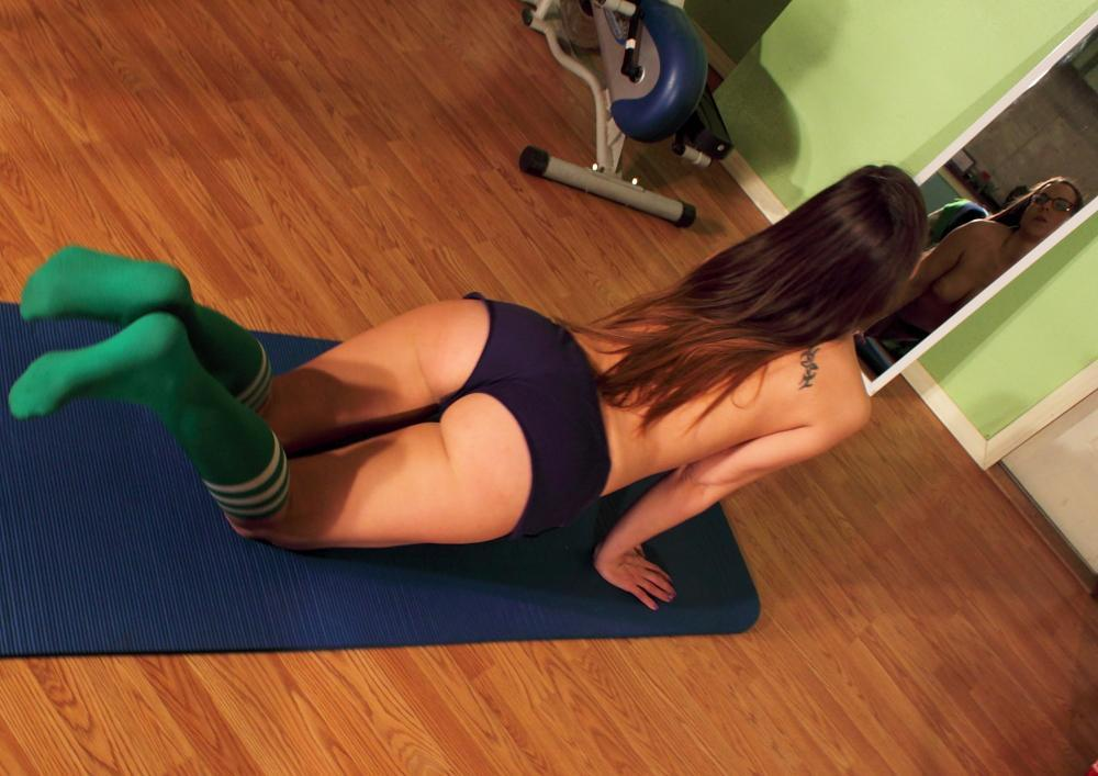 CarleeBelle ass up on a yoga mat is a sight to behold