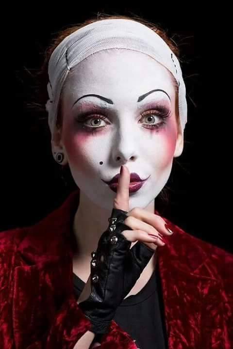 Siamo tante storie a colori. C'è chi nota l'intensità e chi giudica le sfumature. - web