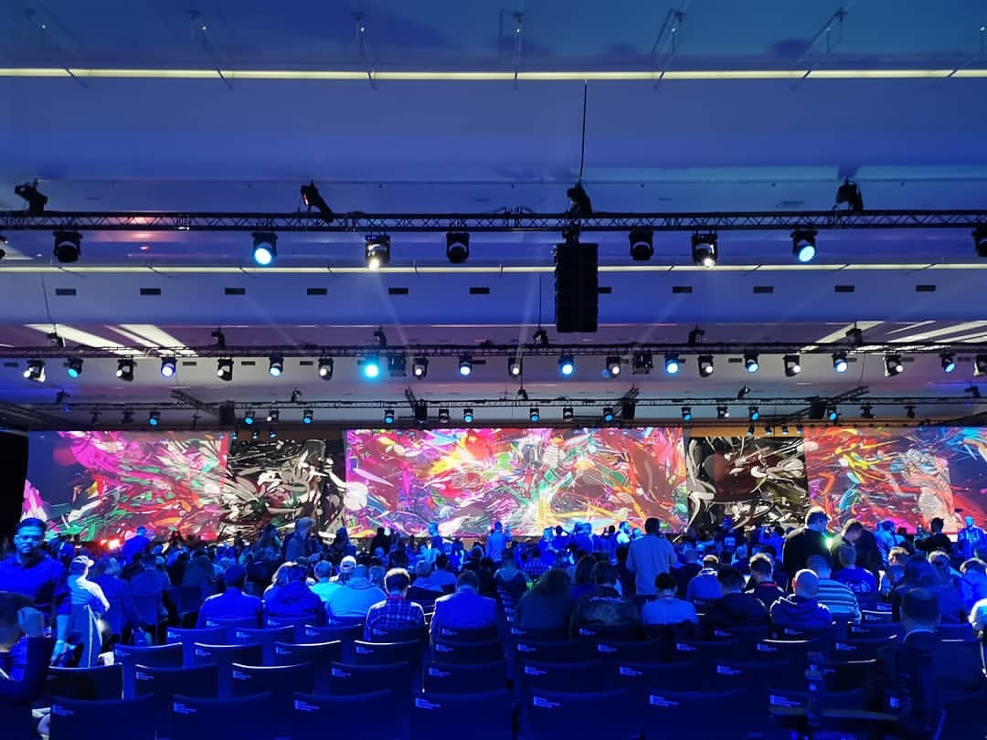 開場。 (Paris Convention Centre)https://www.instagram.com/p/BveJnwZAHkI/?utm_source=ig_tumblr_share&igshid=18rulwk0h7e0i