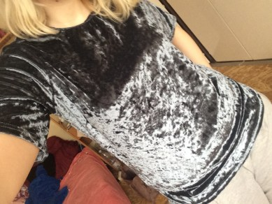 Grey Short Sleeve High Low Velvet T-shirt review below [[MORE]]Hello Few days ago i was contacted my one well known fashion website called Romwe and i was honored to collaborate with them on a fashion reviews I was offered a bunch of cute clothes and...