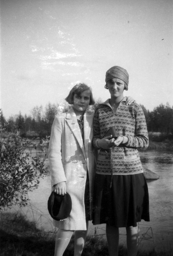 aa3f06d90d Unknown young women, 1920, Sweden.