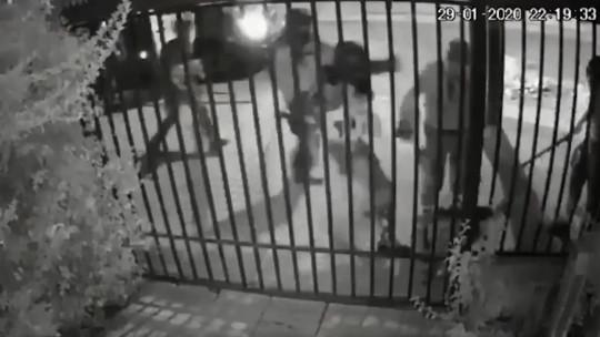 Carabineros de Chile dan de baja a siete agentes por brutal agresión contra un joven