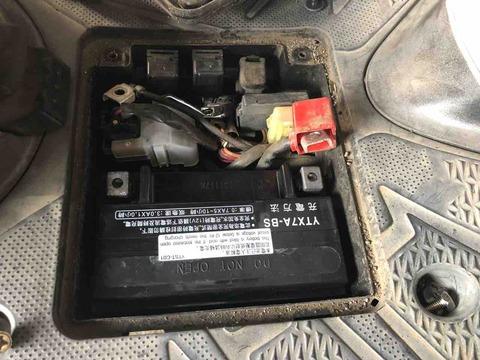 125CCスクーターのバッテリー交換