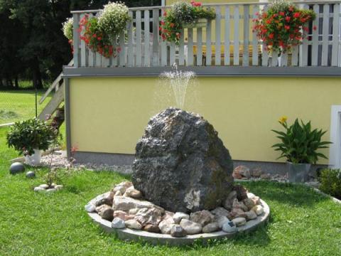 gartengestaltung wasserstein wasser und steine gartengestaltung - natacharoussel