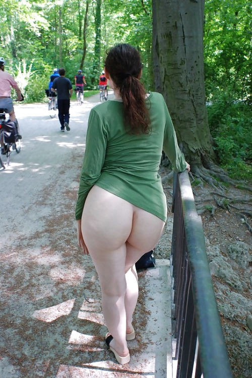 """lovelyderrieres: """" Sunday in the park… In appreciation for your great blog. (Via) Thank you, Dominic! /LD """" Rawr! Awesome public ass reveal."""
