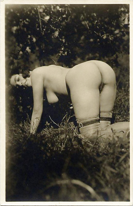 Splendor in the grass (sorry, couldn't resist). Awesome vintage nude!