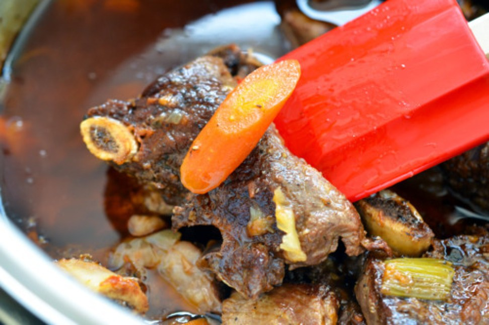 Pressure Cooker Porcini and Tomato Beef Short Ribs by Michelle Tam http://nomnompaleo.com