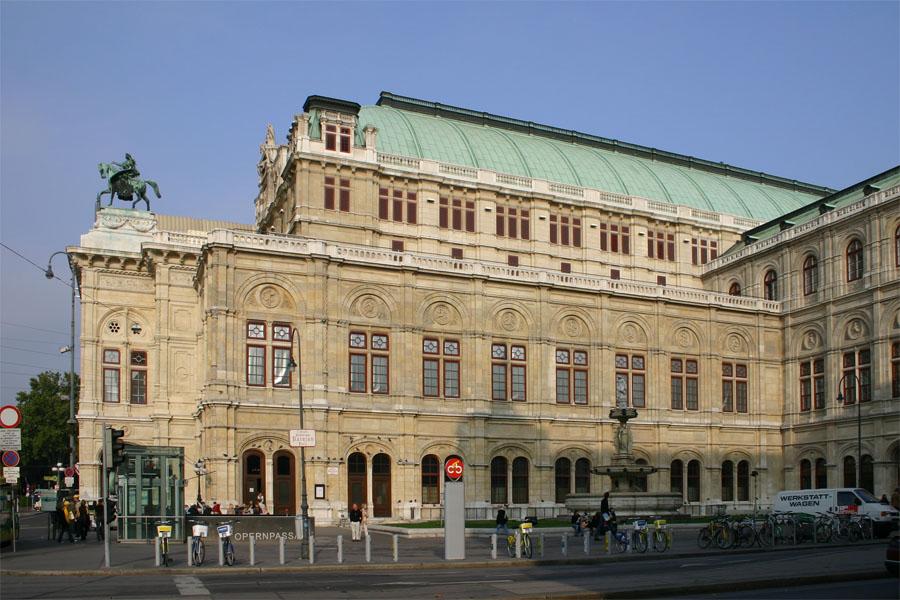 ウィーン宮廷歌劇場 1869年築 出典:Wikipedia