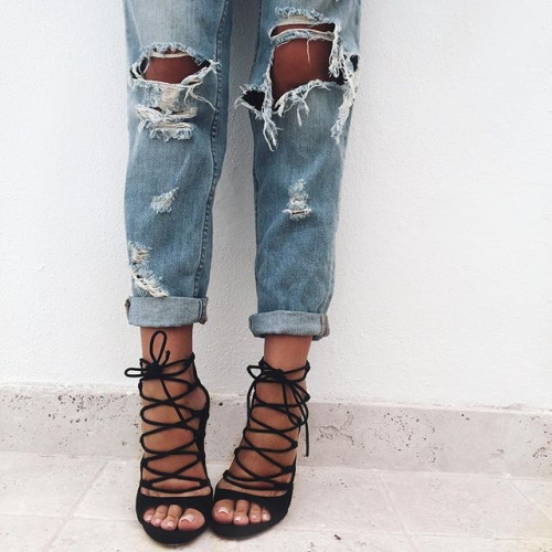 $17.99 Get these ripped jeans »here« !