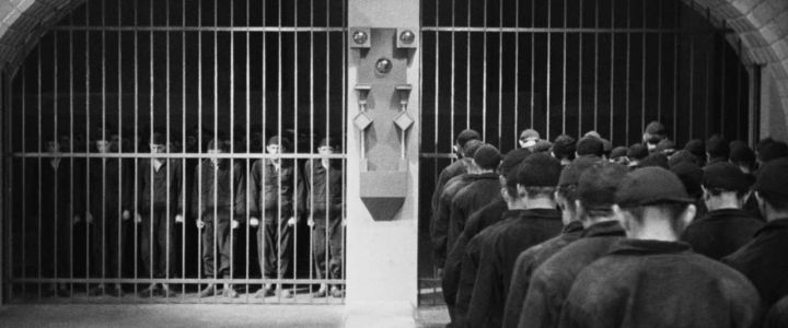 """corallorosso: """" 9 """"Bisogna restaurare l'odio di classe. Perché loro ci odiano, dobbiamo ricambiare."""" (E. Sanguineti, Genova, gennaio 2007) …In questo momento tutti noi siamo una generazione sconfitta, non certo dai nostri genitori che si sono fatti..."""