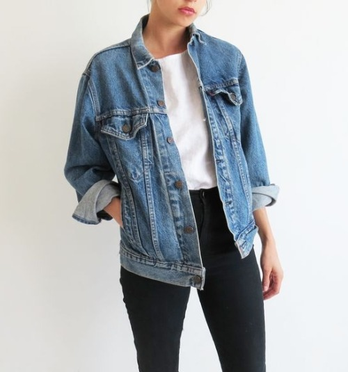 $23.98 Get this pretty denim jacket »here« !