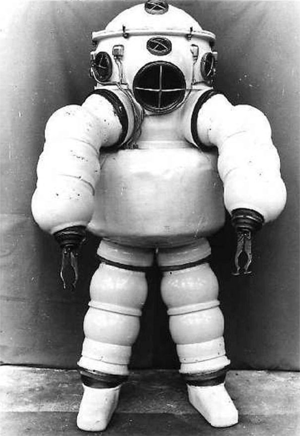 feab694d31e5 History of diving suits  21 strange and wonderful diving equipments and  gears from the late-17th to the mid-20th century.
