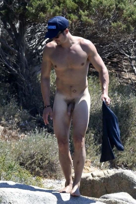 Sem tarja Orlando Bloom com a rola mole na praia