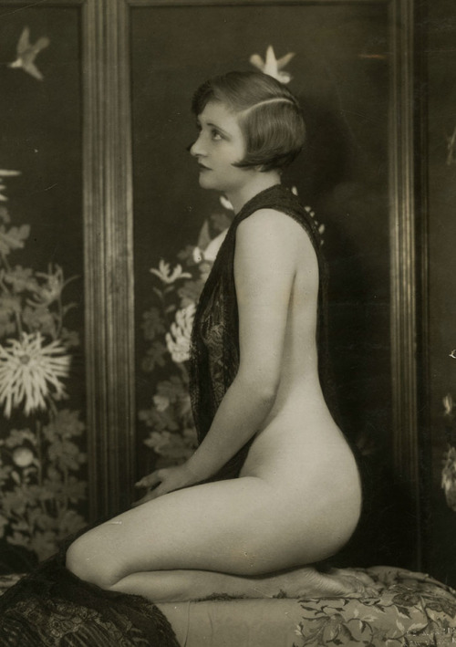 "misskayonyx: ""Drapped woman, c.1920s. "" Hips. Gawd."