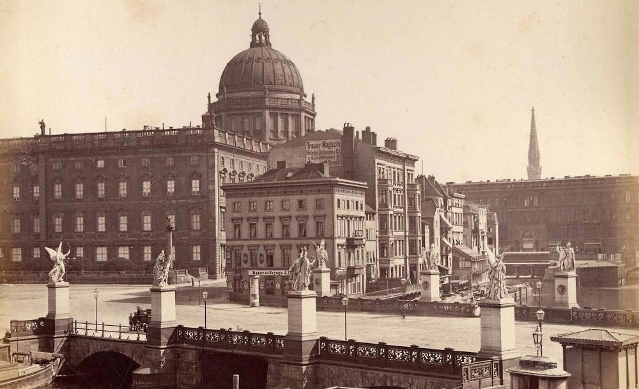 Berlin palace bridge with palace in the background via reddit berlin palace bridge with palace in the background via reddit malvernweather Gallery