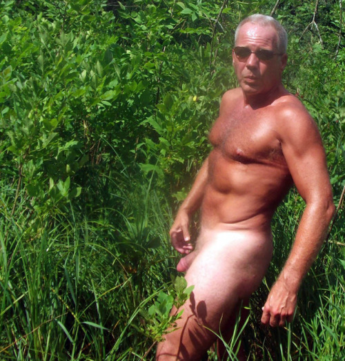 silvermenlove:Follower submitted - Thank you!!Killer dadbod. Really incredible.