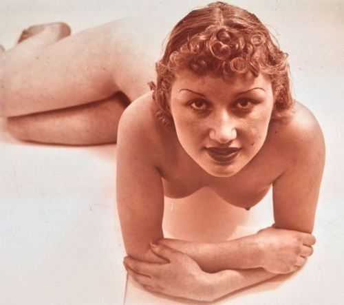 "madivinecomedie: "" Photographe anonyme vers 1930 Thanks to venusberg for the link "" Wow"