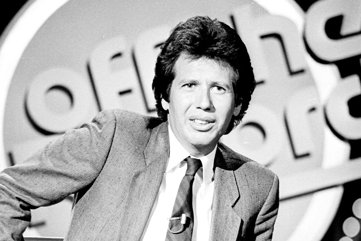 Garry Shandling, the writer, actor, producer and comedian best known for his long-running and influential HBO series The Larry Sanders Show and his groundbreaking sitcom It's Garry Shandling's Show, died today at Cedars-Sinai Medical Center in Los...