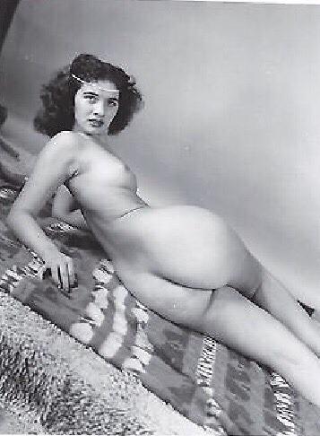 """vintage-juene-femme: """"http://vintage-juene-femme.tumblr.com """" Rawr!"""