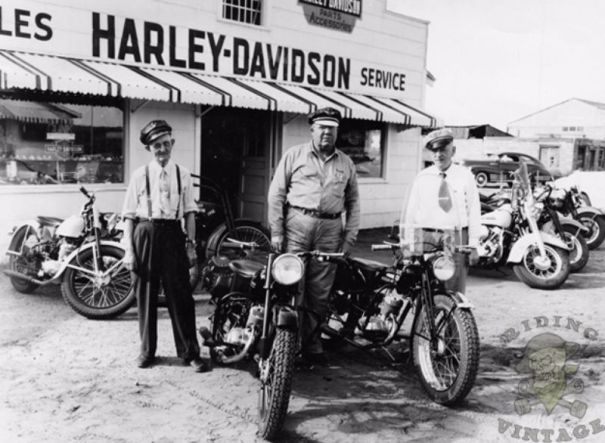 15 amazing vintage photos of early harley davidson dealerships 15 amazing vintage photos of early harley davidson dealerships fandeluxe Gallery
