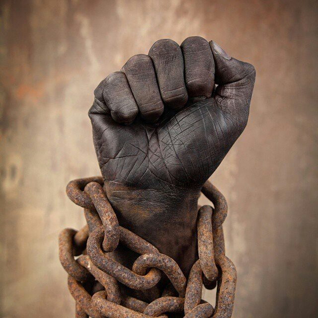 A soul's calling is to break the chains #Repost @jahiere ・・・ One pic, a thousand words #african #afrikans #melanin #rise #chains #imprisoned #standtall #blackconscious #blackpower #black
