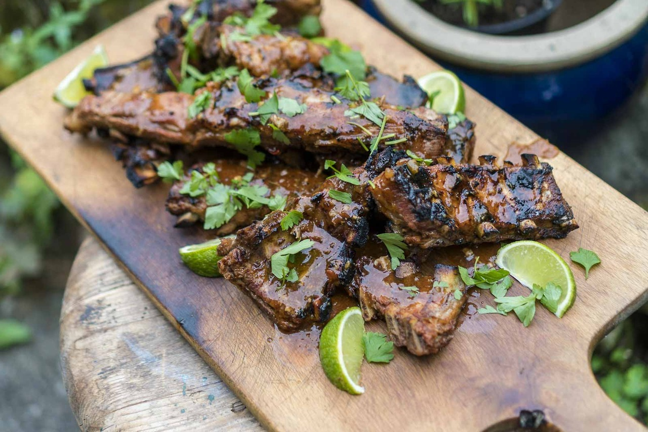 juicy grilled spare ribs