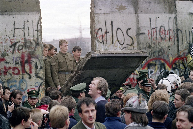 Fall of the berlin wall november 1989 via reddit history fall of the berlin wall november 1989 via reddit malvernweather Gallery