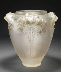 "eyesaremosaics:""René Lalique A HIGHLY IMPORTANT AND UNIQUE ""ROSES"" VASE, MARCILHAC CP 48 1913"" (quote)"