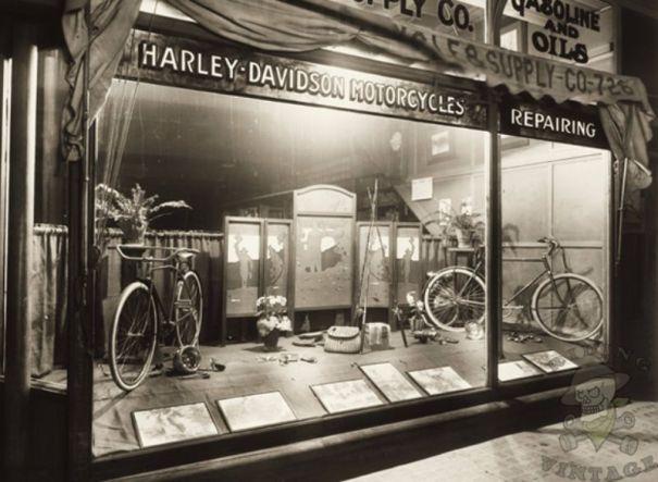 15 amazing vintage photos of early Harley-Davidson dealerships ... 7af46940f