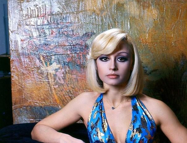 51a6b8e7b1c9e5 Pop Icon Raffaella Carra – Pop Culture