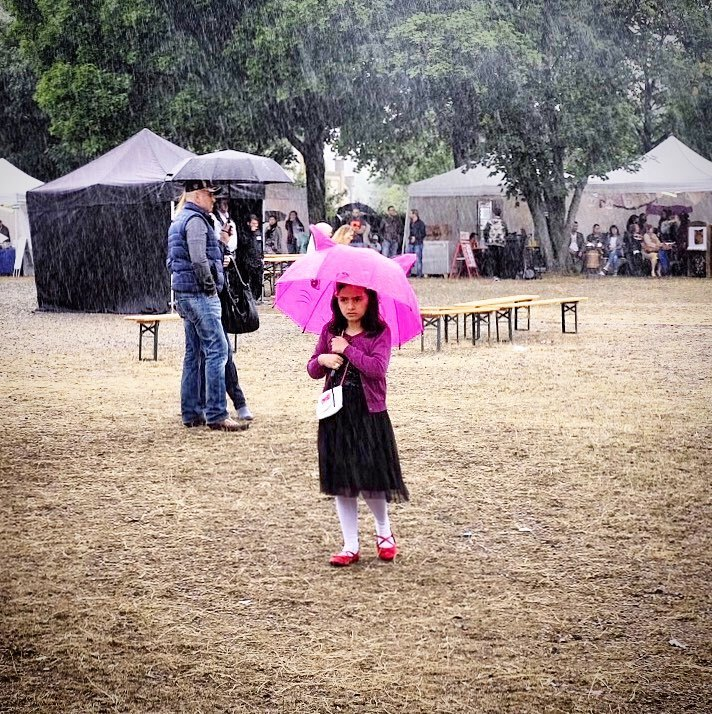 Purple rain. Bielefeld, 2017.#photooftheday #onephotoaday #photography #fujix100t #colorphotography #people #peoplephotography #portrait #portraitphotography #streetart #streetstyle #streetphotography #rain #pink #purple #umbrella #regen #regenschirm #purplerain #bielefeldjetzt #meinbielefeld #bielefeld #ravensbergerpark (hier: Ravensberger Park)