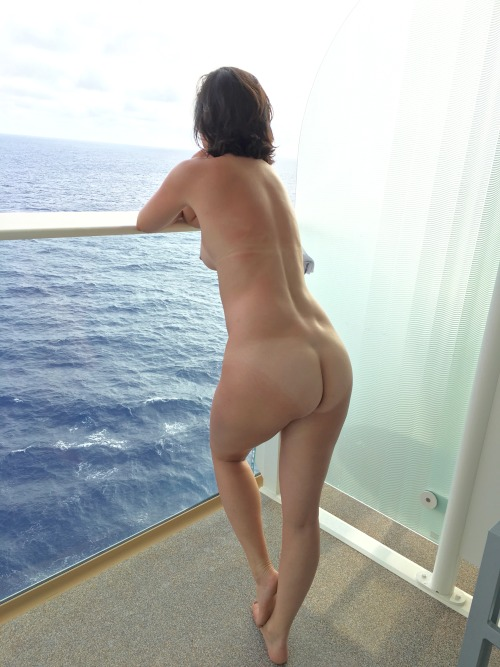 I wanna go on a nude cruise!