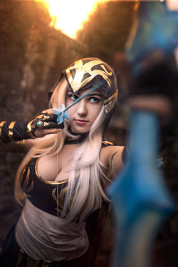 Ashe Cosplay by yarpenna  More Hot Cosplay: http://hotcosplaychicks.tumblr.com Get Exclusive Content: https://www.patreon.com/hotcosplaychicks