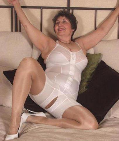 Crotchless panty girdle