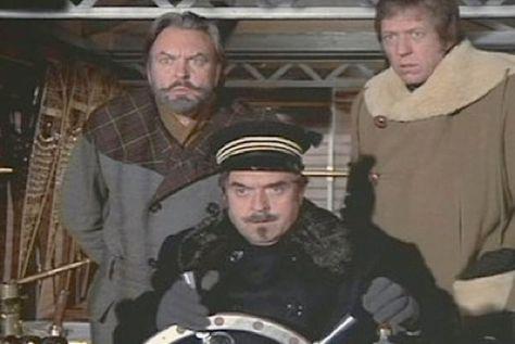 L'inventeur français le capitaine Brieux (au centre)
