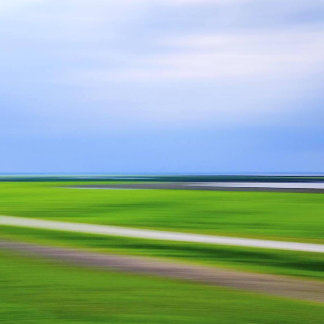 Am Jadebusen, 2017.#photooftheday #onephotoaday #fujix100t #colorphotography #photography #nature #meer #meerblick #sea #ocean #fernblick #aufdemland #ferne #fernweh #naturfotografie #natur #naturfotografie #naturephotography #water #wasser #wolken #meer #sonne #clouds #sun #green #blue # (hier: Süderschweiburg, Niedersachsen, Germany)